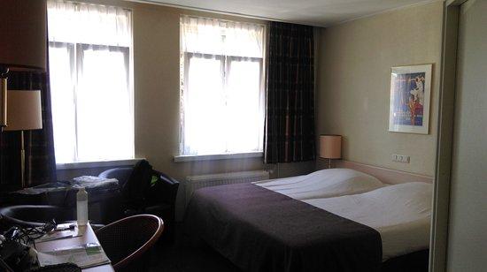 hotel nap: ruime 2-p.kmr achterzijde, dubbel glas met (kiep)ramen