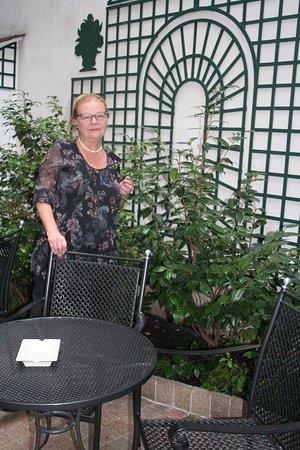 โฮเต็ล เดอ วาเรนเน่: le patio où l'on peut prendre un verre