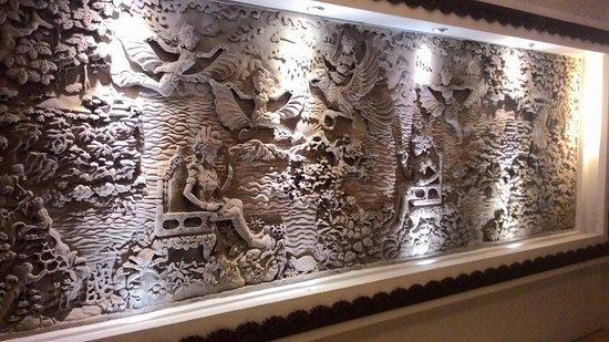 Maharani Beach Hotel: Statue