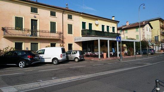 Bar Scaligero Di Traversi Gessica: Il locale visto dall'esterno