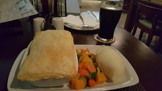 Sabie, Sudáfrica: Steak and Ale Pot Pie with Shangaan Stout