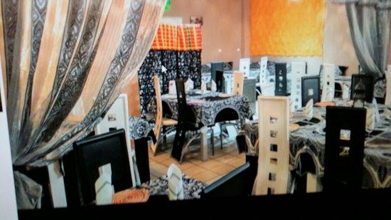 Olemps, Francia: une photo de la salle du restaurant!!