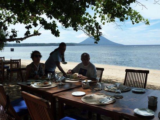 Siladen Resort & Spa: A pranzo e cena sempre in riva al mare