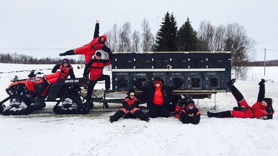 Overkalix, Suécia: MAD Husky Academy Students having fun