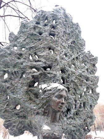 Monument Derevo Lyubvi