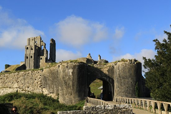 Portland Pebble Bed & Breakfast : Corfe Castle. The nearby National Trust car park is often full, my advice would be to go to Swan