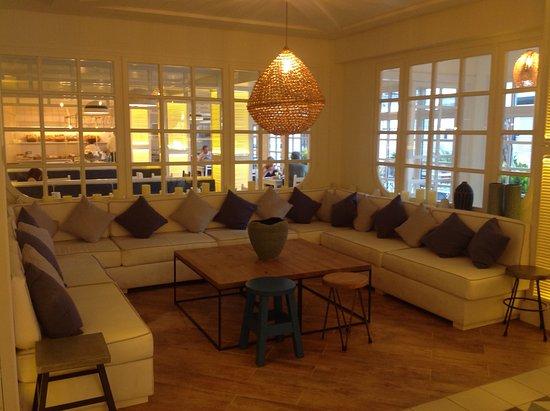 Petit salon photo de hotel els pins platja d 39 aro for Photo petit salon