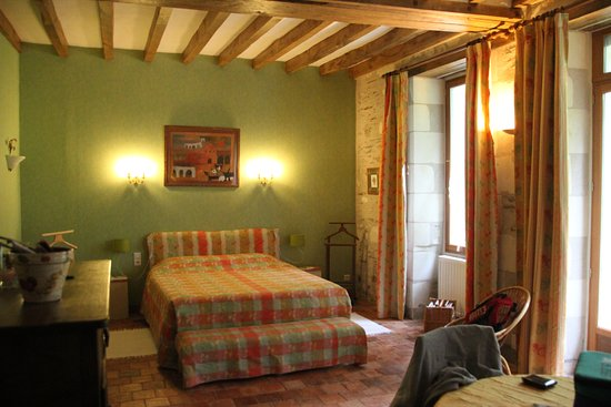 Brissac-Quince, Francja: Bed Queen size