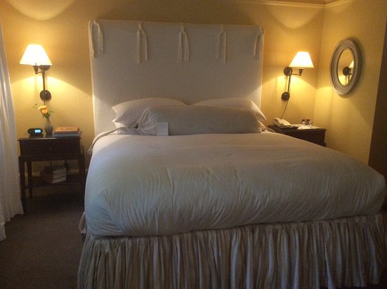 Farmhouse Inn & Restaurant: Our bed awaits