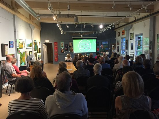 Ladysmith, Canadá: Art opening presentation