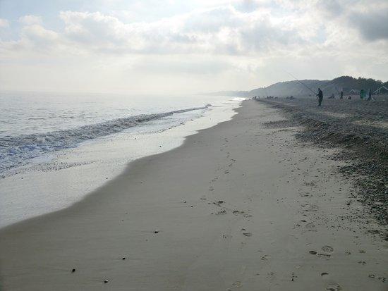 Dunwich, UK: Autumn beach walk