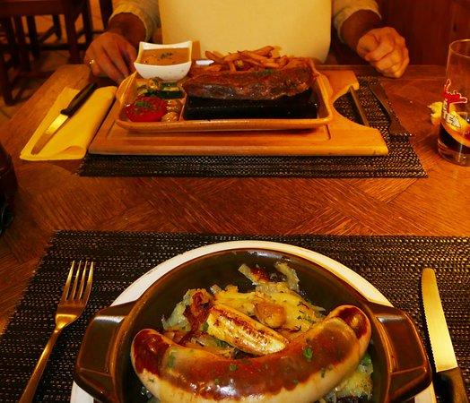Arolla, Switzerland: Dank Service: Essen mit Esslätzchen :-) schont die Kleider