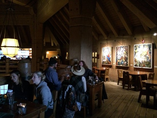Timberline Lodge, Όρεγκον: Rams Head Bar le soir