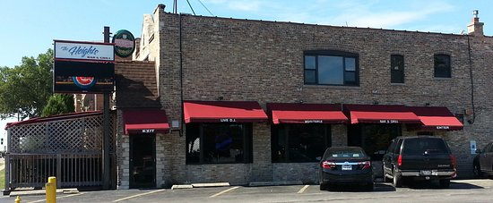 Harwood Heights, IL: entrance to The Heights Bar & Grill from the parking area