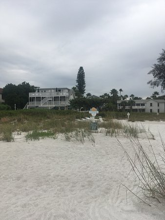 Harrington House Beachfront Bed & Breakfast: Harrington House from the beach