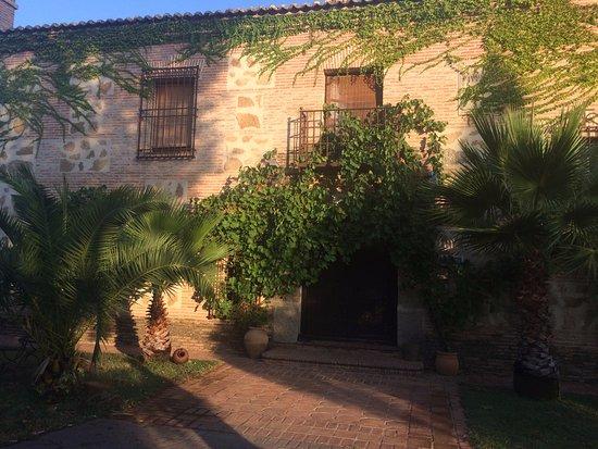 Buenaventura, Spania: Fachada principal: la casa se inspira en el estilo toledano clásico