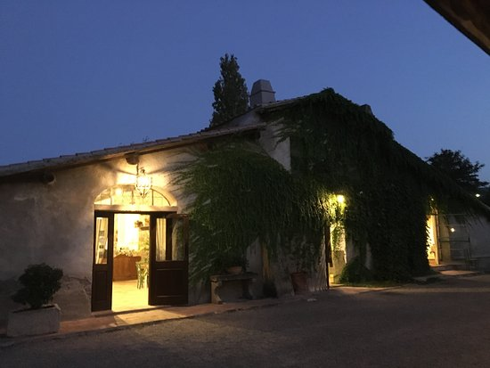 Monte Argentario, Italia: La Vivienda, traditional Italian cuisine with a twist, fine wines,friendly staff, easy access!