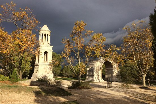 glanum par une belle matin e d 39 automne photo de site arch ologique de glanum saint r my de. Black Bedroom Furniture Sets. Home Design Ideas