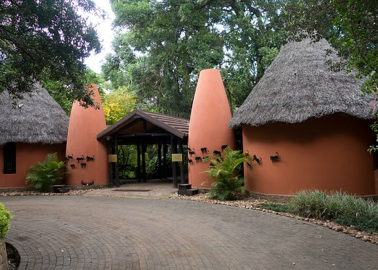 Fairmont Mara Safari Club: Front entrance
