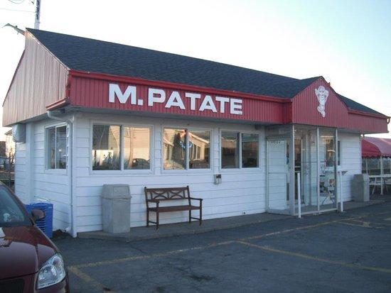 Varennes, Canada: Extérieur du resto. Propre en dedans comme en dehors.
