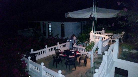 Ayubowan Swiss Lanka Bungalow Resort: Candlelight-Dinner!