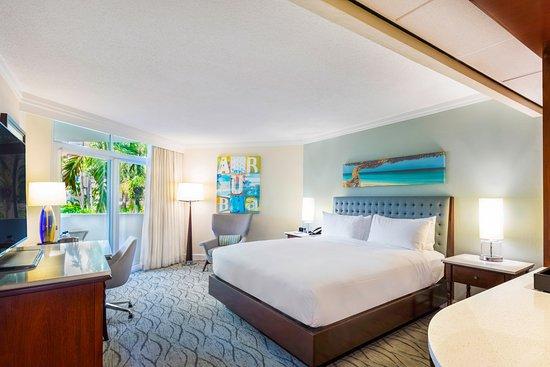 Hilton Aruba Caribbean Resort & Casino: Garden-View-King-Bed-1