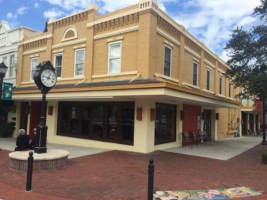 Eustis, ฟลอริด้า: Tillie's Tavern & Grill