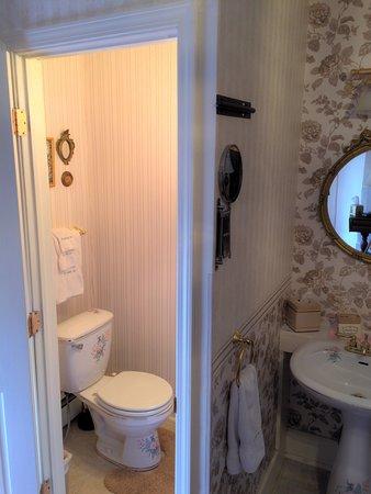 Waterloo, NY: Statesman Room Bathroom