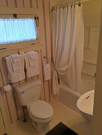 Waterloo, NY: Academy Room Bathroom