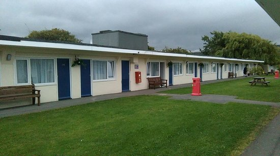 Pontins Sand Bay Holiday Park: Clean, warm, & welcoming.