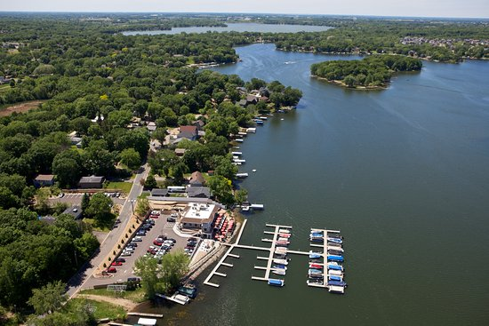 Prior Lake, Миннесота: Charlie's on Prior aerial facing west, photos do not do it justice.