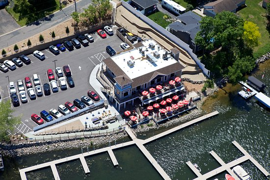 Prior Lake, Миннесота: Charlie's on Prior aerial view of the awesome decks!