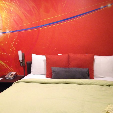 The Tangerine: classy wall mural (and comfortable bed!)