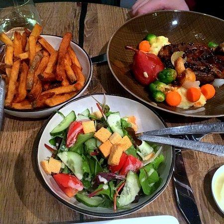 Papendrecht, Países Bajos: eendenbout, salade en friet