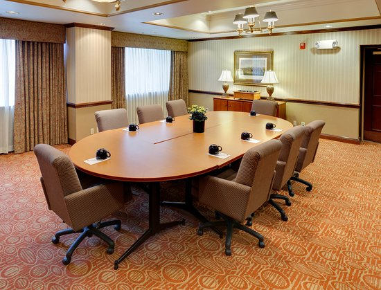 Hampton Inn Hartford / Airport: Conference room, Boardroom configuration