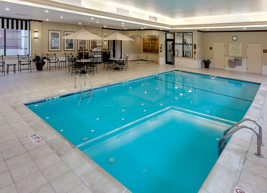 Hampton Inn Hartford / Airport: Hampton's heated pool