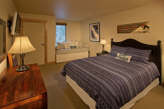 Edelweiss Lodge & Spa: Typical unit bedroom