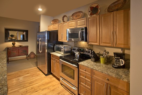 Edelweiss Lodge & Spa: Full kitchens in all Condos