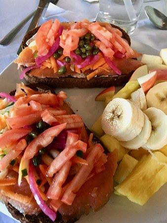 Greenman Juice Bar & Bistro: Salmon on Toast