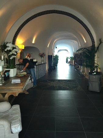 San Antonio Suites: Reception