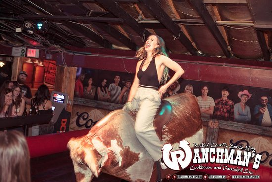Ranchman's Cookhouse and Dancehall: Riding the bull!