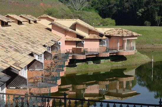 Fazenda Ribeirao Hotel De Lazer: Varandas das suítes do Lago.