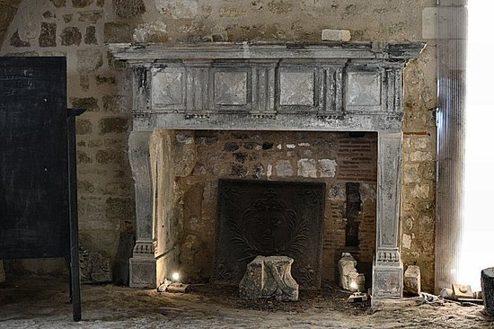 Villebois-Lavalette, Francja: Old kitchen fireplace