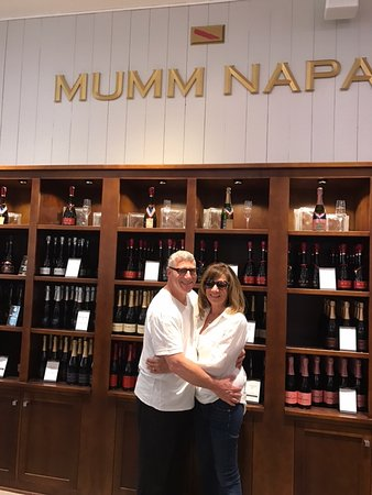 Данвилл, Калифорния: Mum Napa- a favorite for sparkling style wines