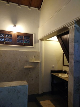 Martas Hotel: Nice bathroom.