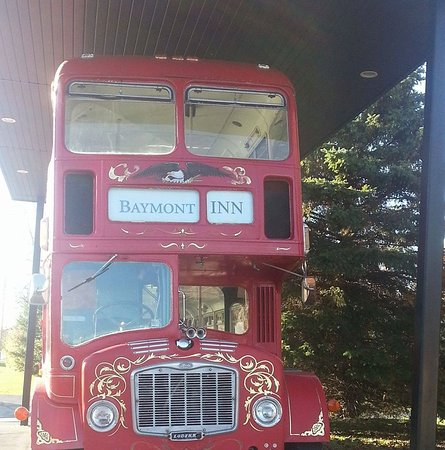 Baymont Inn & Suites Midland: Double Decker Bus