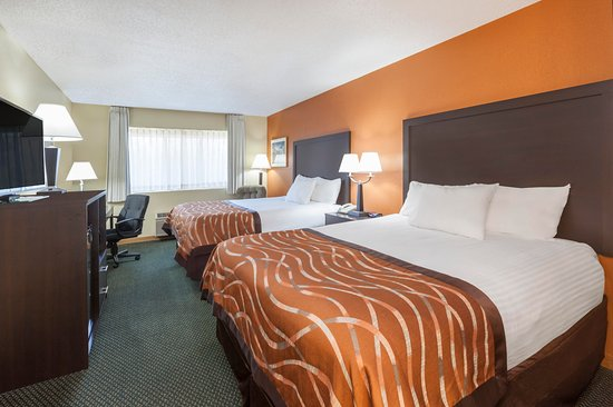 Baymont Inn & Suites Midland: Two Queen Beds