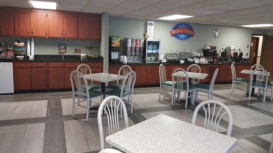 Baymont Inn & Suites Midland: Breakfast Room
