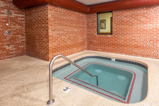Baymont Inn & Suites Midland: Hot Tub