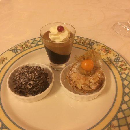 Bollezéele, France : Various desserts